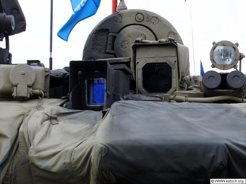 جولة داخليه في الدبابة الجزائرية T-90s . T-90S_009
